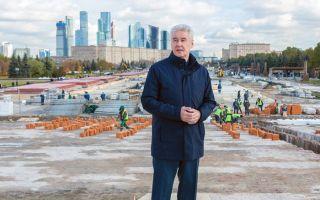 В Москве производят замену поребриков и брущатки